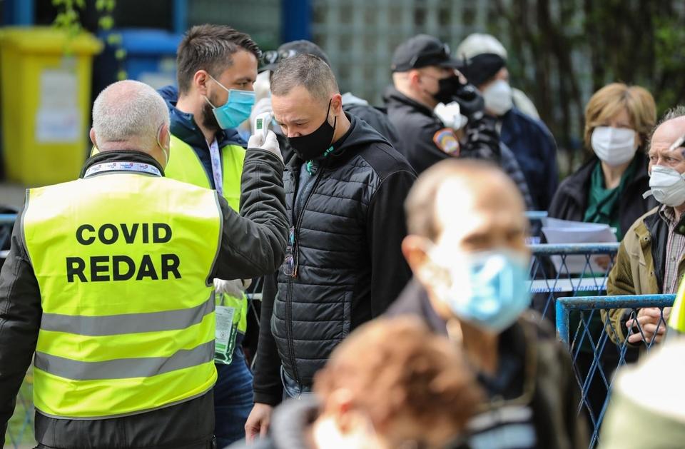 Na Velesajmu u Zagrebu ogromne gužve za cijepljenje protiv Covida-19