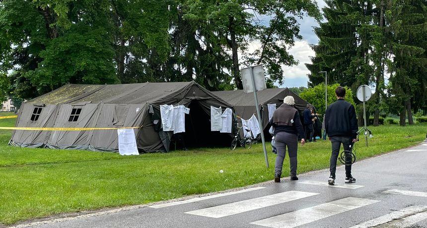 Glasa se i na području Banovine! U jednom šatoru u Sisku bilo je premračno pa se nosila podna lampa i produžni kabel