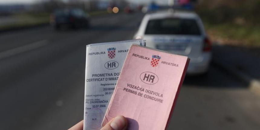 Upravljali  bez položenog vozačkog ispita vozilima, na koje su postavili nepripadajuće registracijske oznake