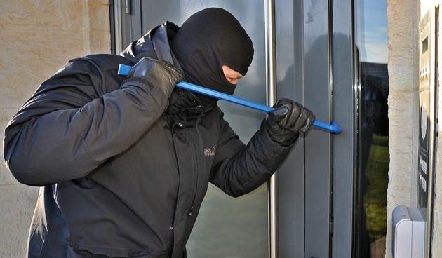 Lopovi vrebaju na sve strane: Iz nezaključane kuće nestao novac, iz pomoćnih prostorija kosilica