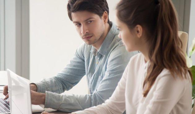 Svatko ima loš dan na poslu, ali ako ste stalno iscrpljeni i osjećate stres onda to može uništiti vaše zdravlje. Vaše tijelo možda čak i bolje osjeća stres na poslu te vam može slati upozorenja kojih niste svjesni.