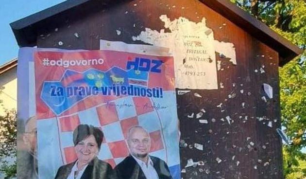 Borba plakatima u Ogulinu: HDZ svoje nalijepio na SDP-ove, ovi poručili: Postavit ćemo kamere i objaviti tko to radi