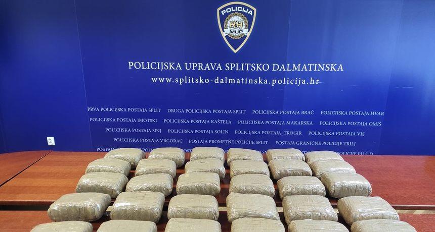 Kod Omiša uhićen s 30 kilograma marihuane - vozio je u automobilu