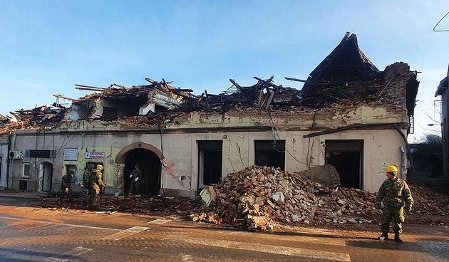 Počelo rušenje oštećenih objekata u Petrinji 30. siječnja 2021.