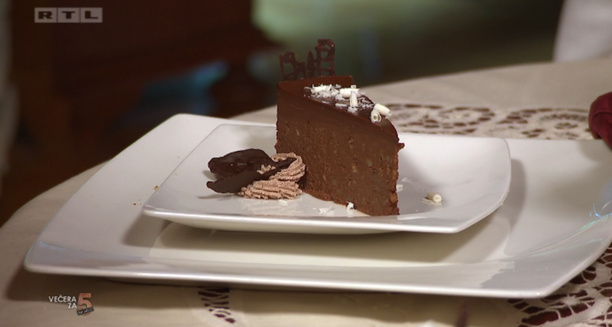 Nesvakidašnji desert oduševio goste: 'Nikad nismo jeli tortu od krumpira i čokolade!'