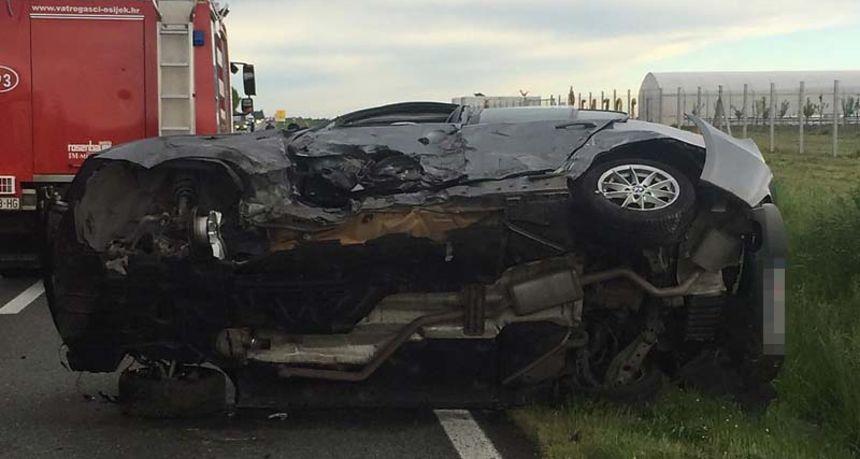 Prometna u Osijeku: Vatrogasci rezali vozilo da spase ozlijeđenu osobu