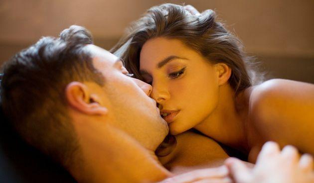 Ljudski feromoni su jedna od stvari koja može utjecati na ljudsko ponašanje i privlačnost.