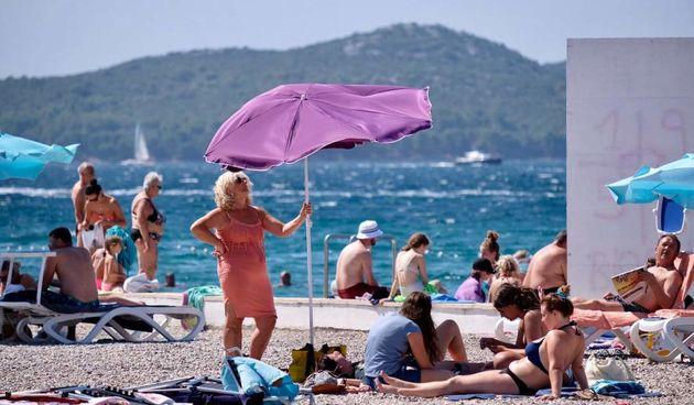 Biograd na moru, DHMZ. Vrucina. ljeto, kupanje, sunčanje, plaža, turisti, turizam, skuter