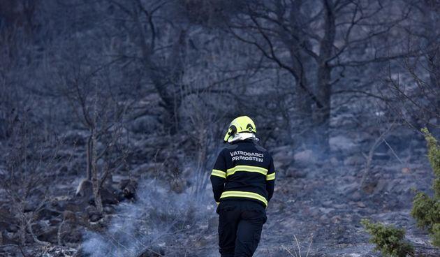 Vatrogasci, požarište, požar, vatrogasac, šibenik