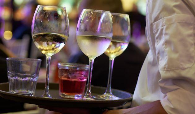 Konobar i piće
