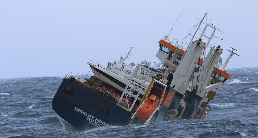 Spašen je nizozemski teretni brod koji je plutao kod Norveške: 'Timovi za spašavanje uspjeli su se ukrcati i povezati ga s dva tegljača'