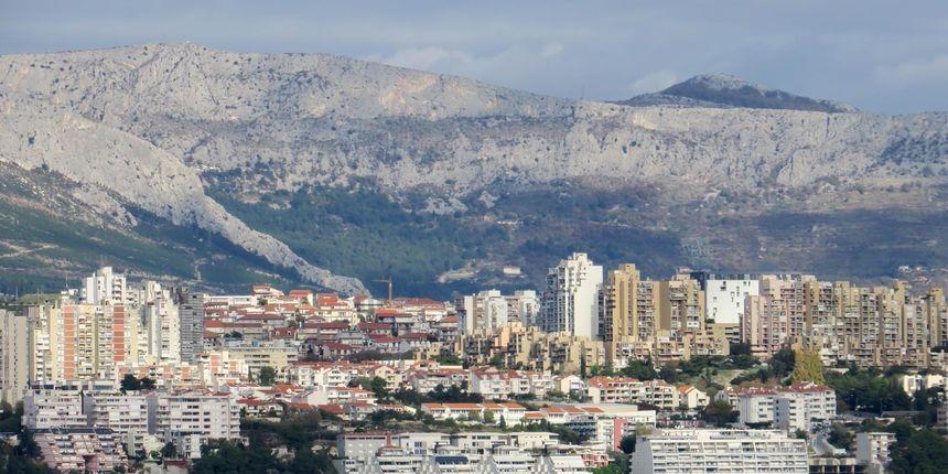Monstruozan čin u Splitu: pred očima brojnih svjedoka šipkom zatukao mačića i htio ga baciti u more