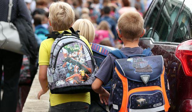 nova školska godina, školarci, škola, torba