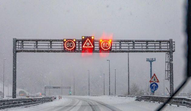 Gusti snijeg i poledica