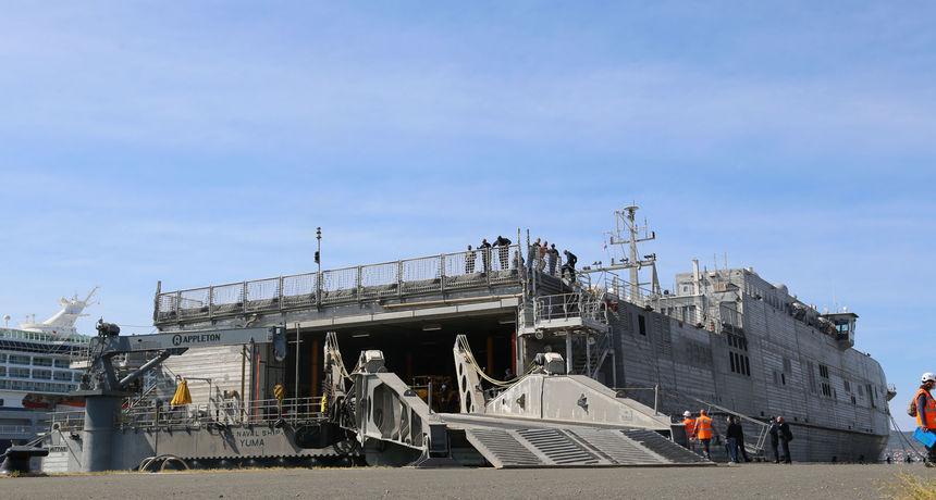 FOTO Američki vojni brod uplovio u zadarsku luku! Stigao dio opreme i vozila za međunarodnu vojnu vježbu