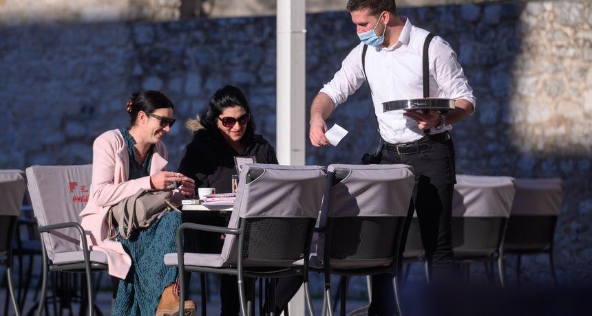 Sunčan ponedjeljak: Zadrani pohrlili na kavu