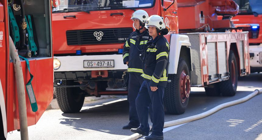 U zagrebačkom naselju Špansko buknuo požar: Jedna osoba preminula, druga prevezena u bolnicu  s opeklinama