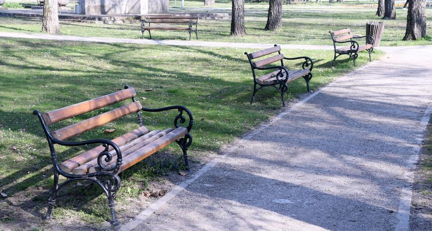 Bizarna krađa: Slavonka ukrala tri gradske klupe