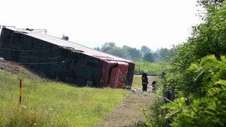 Stravični prizori s mjesta nesreće kod Slavonskog Broda: Sletio autobus sa 69 osoba, 10 poginulih! (thumbnail)