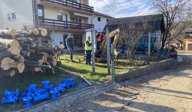 Komunalno Duga Resa poboljšava vodoopskrbni sustav -  Ulica Brodac i Petrakovo Brdo dobili nove cjevovode