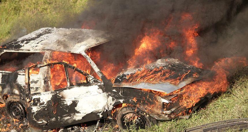 KRIK I BIJES U srdžbi benzinom polio pa zapalio auto kod Novog Marofa