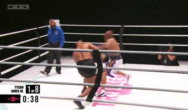 Rukavice su gore! Već u prvoj rundi klinč Tysona i Jonesa (thumbnail)