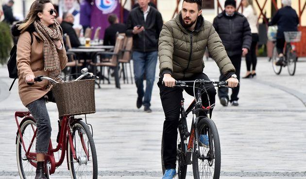 Subotnja špica sredinom travnja, građani rado u šetnji (17.4.2021.)