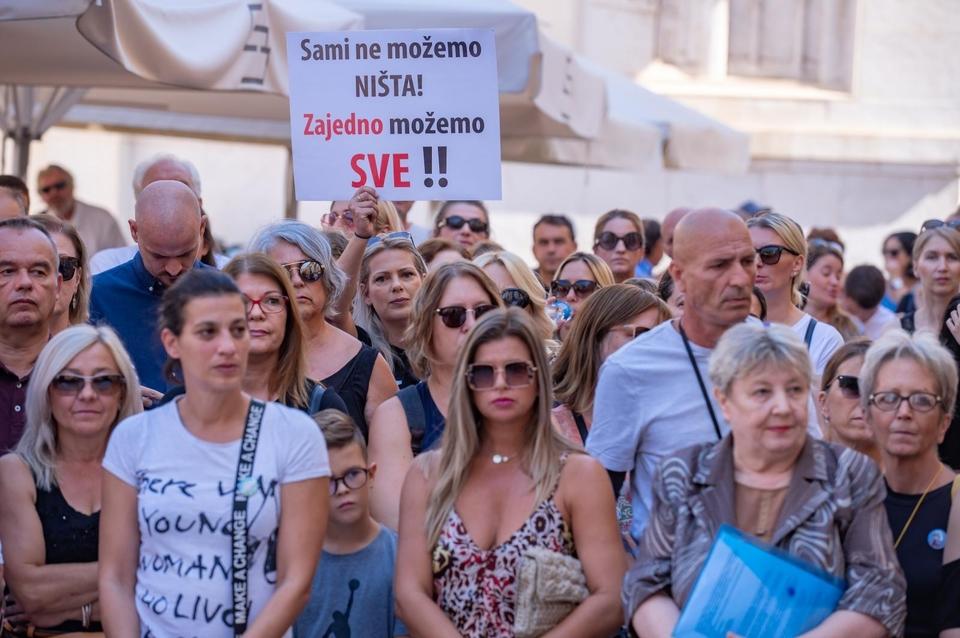 """Na Narodnom trgu održan prosvjed """"Krik za slobodu"""" protiv epidemioloških mjera"""