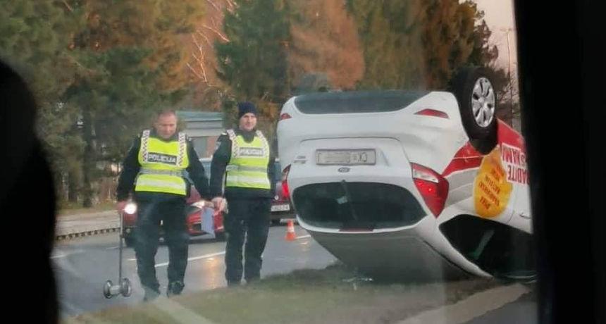 NESREĆA U VARAŽDINU Osobno vozilo ČK oznaka prevrnuto na krov nakon sudara s kamionom