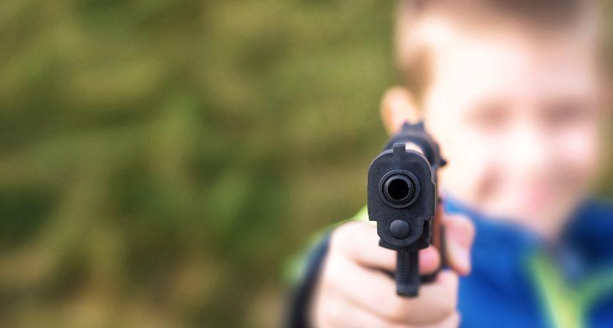 Strava u SAD-u: Dječak star tri godine u stanu našao oružje i ubio osmomjesečnu bebu!