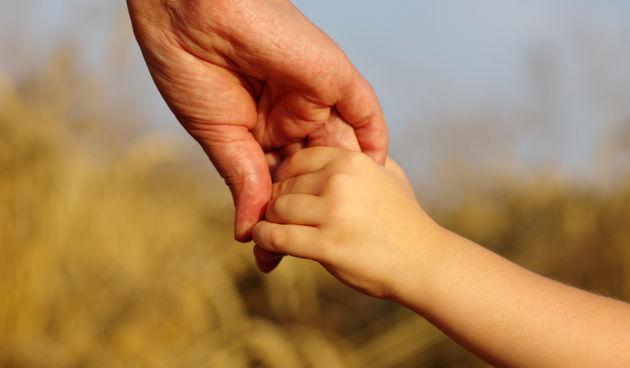 roditelj dijete ruke