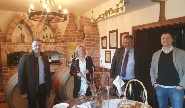 Započelo prikupljanje uzoraka vina 18. Decanter World Wine Awards, župan Čačić posjetio Vinariju Stručić