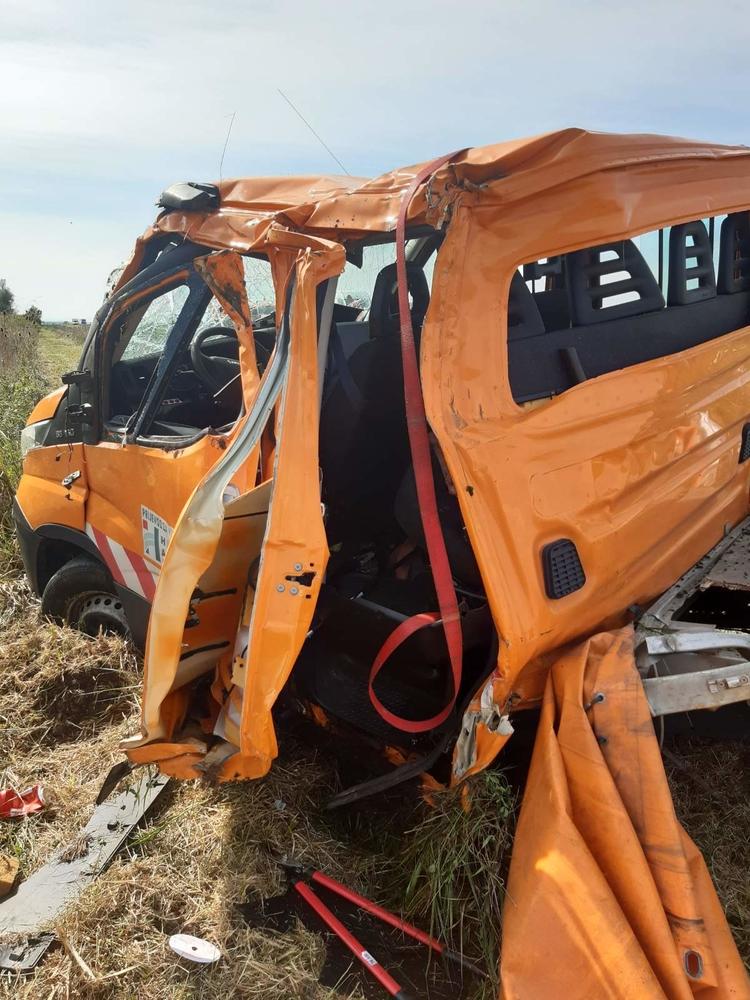 Djelatnici cestarske ophodnje izašli iz auta par sekundi prije nego što je kamion pokosio njihovo vozilo