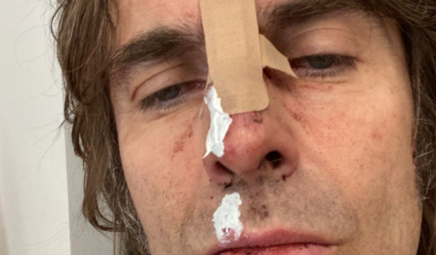 Zločesti dečko britanskog rocka: Ispao iz helikoptera pa objavio fotku na Twitteru