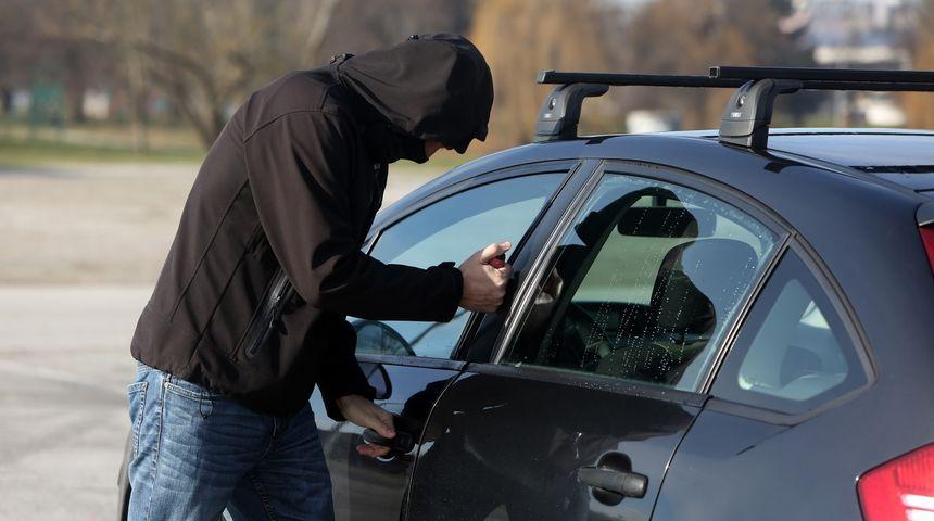 KRIŠTANOVEC Ušetao u dvorište i iz dva auta demontirao i ukrao katalizatore