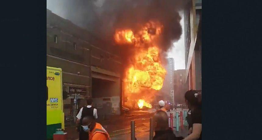 VIDEO Veliki požar u blizini željezničke stanice Elephant and Castle u Londonu. Gasi ga oko 100 vatrogasaca