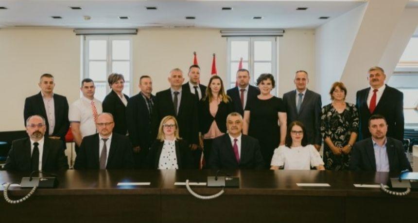 U Ogulinu održana konstituirajuća sjednica Gradskog vijeća, gradonačelnik Domitrović pozvao na kvalitetan i odgovoran za dobrobit grada