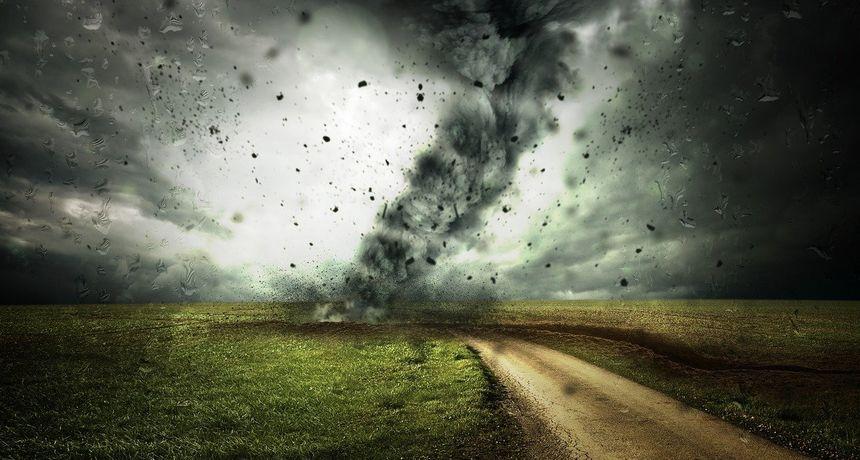 I Slavoniju je jednom pogodio tornado, koji je stražnji vagon vlaka težak 13 tona odbacio 30 metara preko telegrafskih vodova
