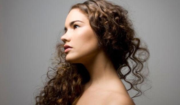 duga kovrčava kosa