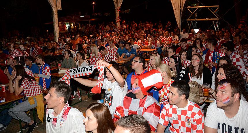 Igraj moja Hrvatska! Samo dan do početka Eura - veliki navijački kutak uz svirke priprema se na Foginovom, bircevi vade velike TV ekrane