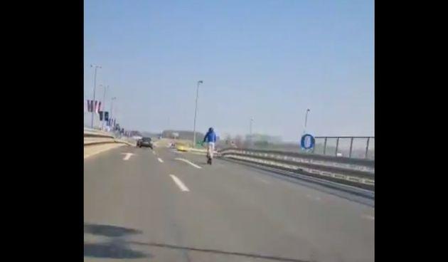 VIDEO Muškarac na romobilu juri sto na sat - da, i to se može vidjeti na zagrebačkim cestama