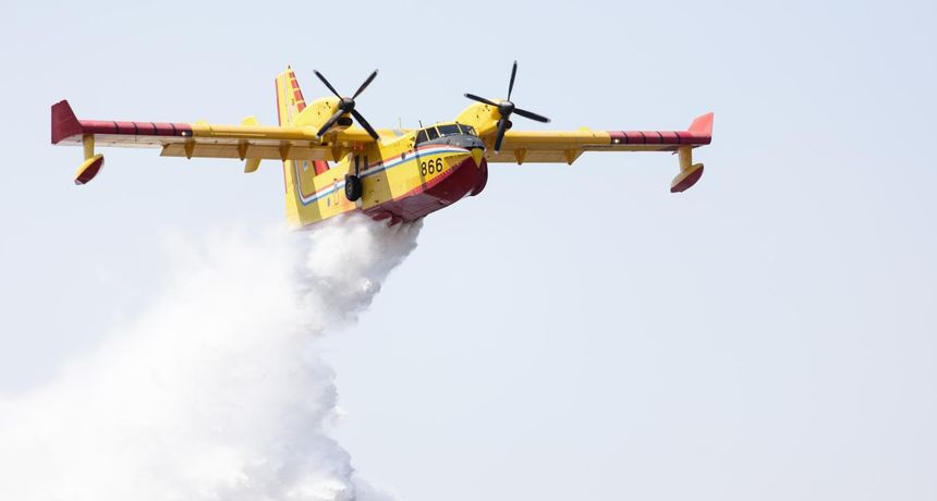 Dva kanadera i helikopter gase požare u Dalmaciji: Gori u Zadarskoj i Splitsko-dalmatinskoj županiji