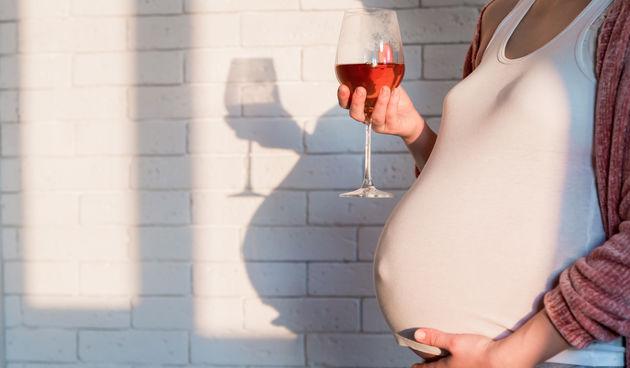 Trudnica pije alkohol