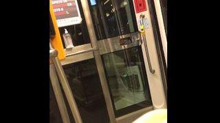 Pušenje u tramvaju ipak je dozvoljeno? 'Ono kad ne možeš dočekati puš-pauzu'