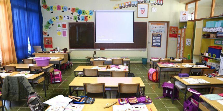 Ministarstvo odgovorilo na česta pitanja roditelja i nastavnika oko povratka djece u školske klupe