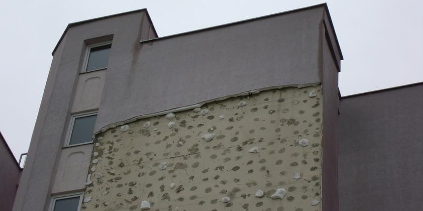 Otpala cijela fasada s tek obnovljene zgrade