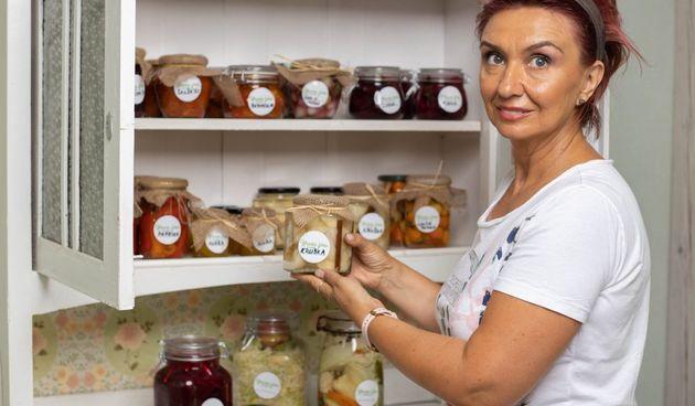 Hrana fina by Jozefina: Stigla je zimnica! Imamo recepte za kruške u sirupu od vanilije, ajvar, domaću šalšu...