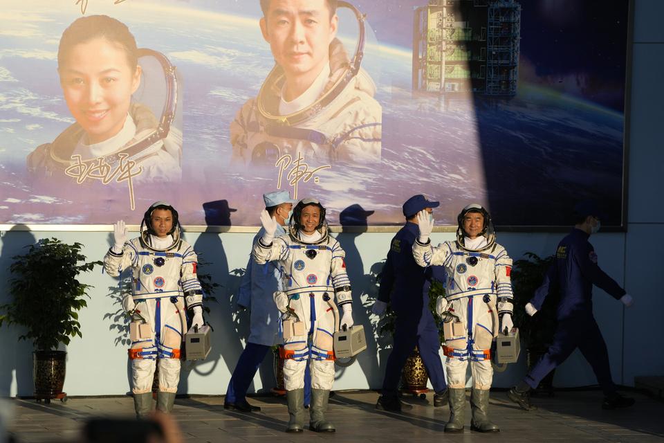 Kina lansirala svemirsku letjelicu s trojicom astronauta: Neće ih biti na Zemlji čak tri mjeseca!