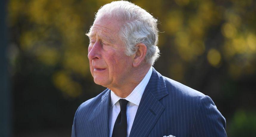 Prizor koji ne viđamo: Princ Charles zaplakao nad poklonima kojima se Britanci opraštaju od njegovog oca