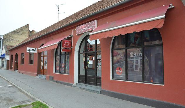 Kafić u Slatini